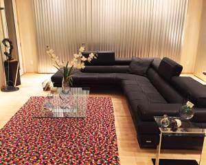 plusieurs-rectangle-de-couleur-tapis-de-feutre-HAY-salon